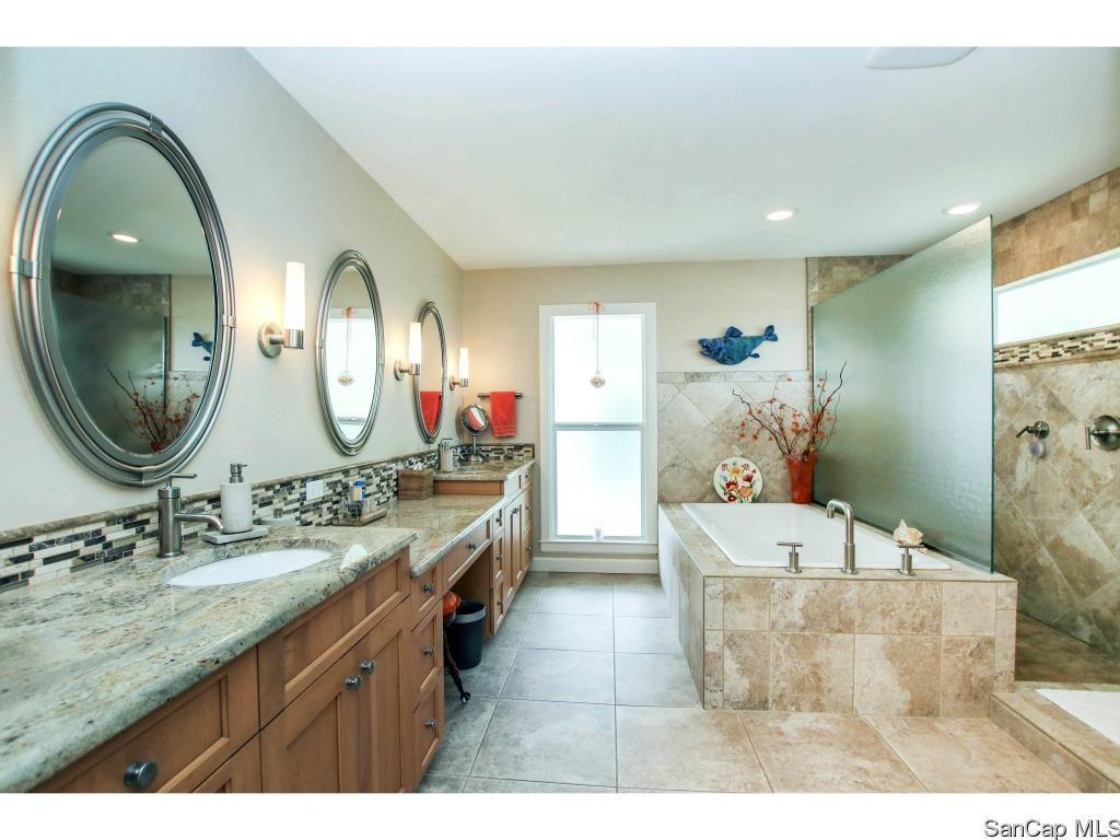 Bathroom 1653 Hibiscus