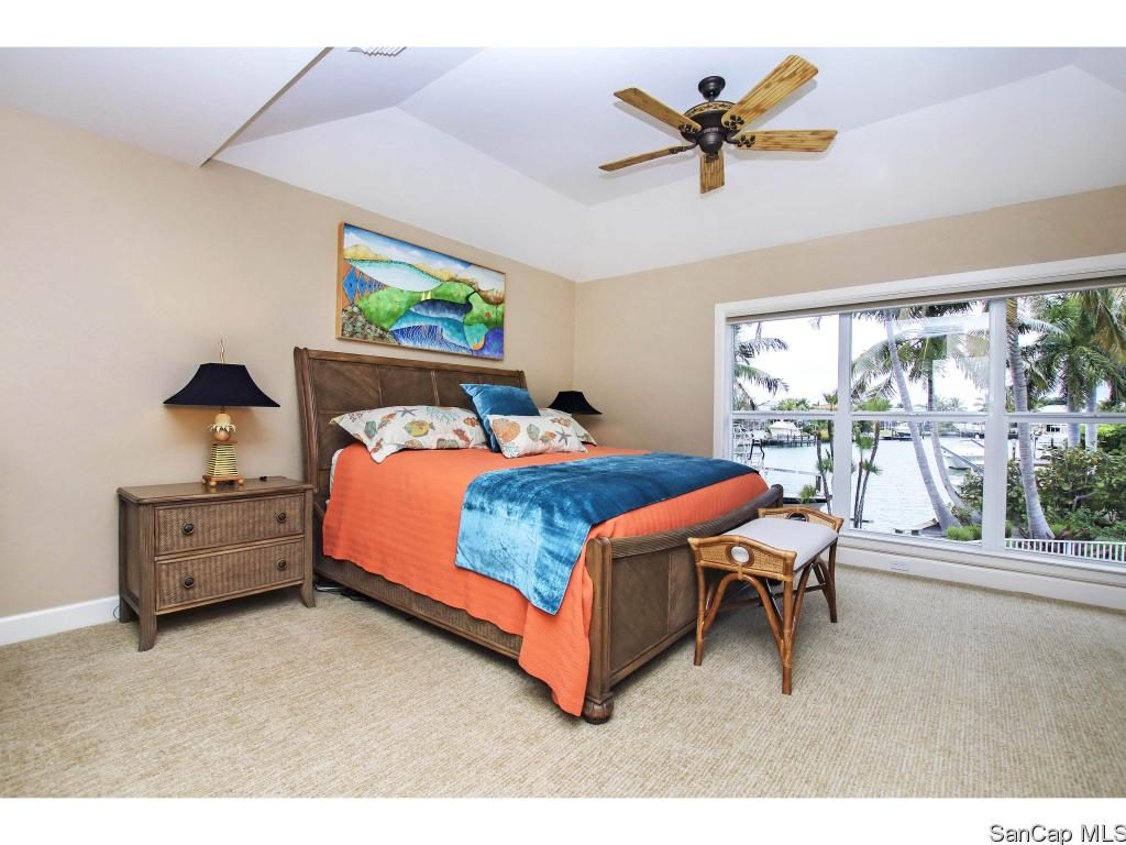 Master Bed 1653 Hibiscus