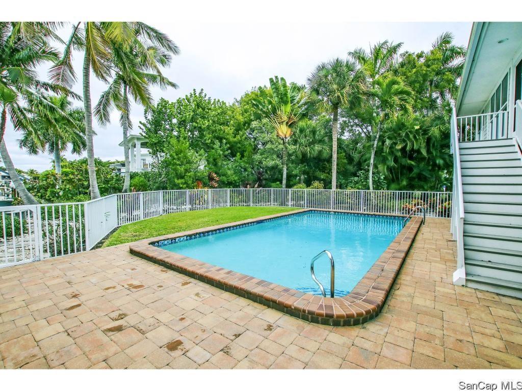 Pool 1653 Hibiscus